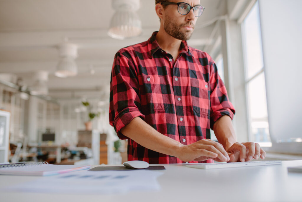 4 Reasons a Sit-Stand Desk Is A Good Idea